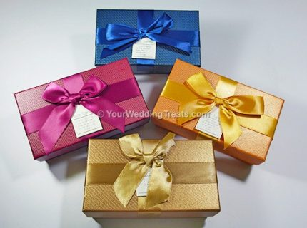 cardboard favor box with ribbon message