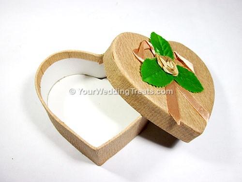heart shaped cardboard favor box