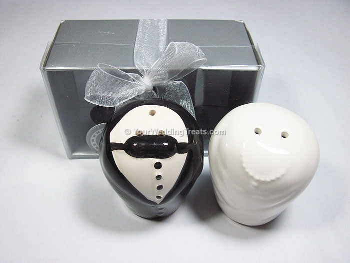 bride groom salt pepper shaker set